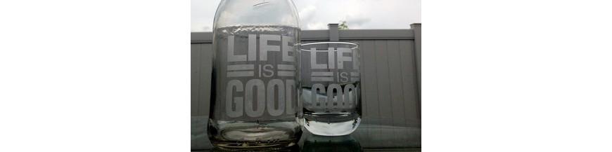 Een gepersonaliseerd glas, een bokaal met tekst,...